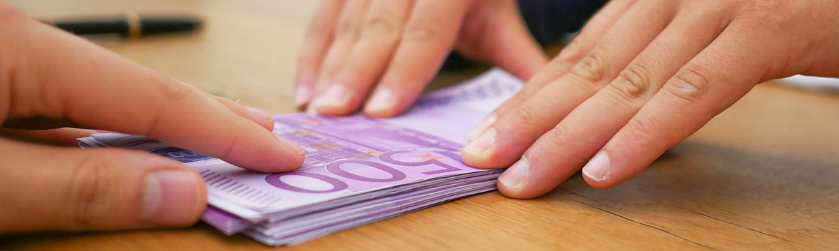 為企業提供低息貸款或利息補貼